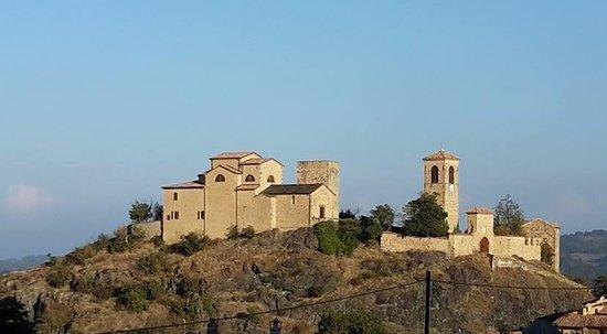 Serramazzoni, Italy: Il Castello nel borgo di Pompeano