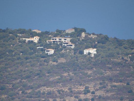 Monticello, France: vue de l'hôtel au loin