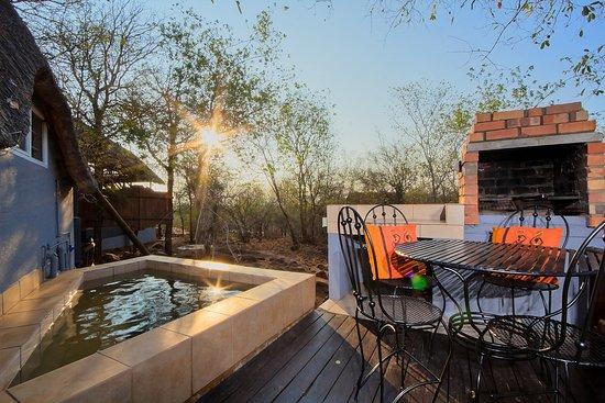 Marloth Park, แอฟริกาใต้: Swazi Chalet Private Patio