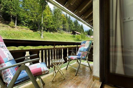 Unterbergen, Αυστρία: Balkon mit Gartenblick