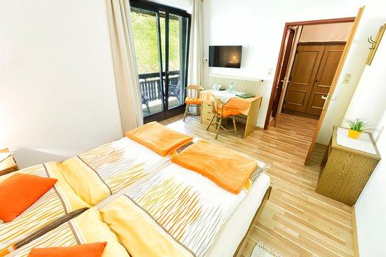 Unterbergen, Österrike: Doppelzimmer mit Balkon und Gartenblick