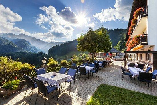 Unterbergen, Österrike: Sonnenterrasse des Berggasthofs Lausegger