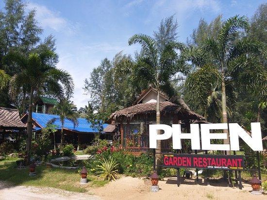 Phen's Restaurant: Garden view