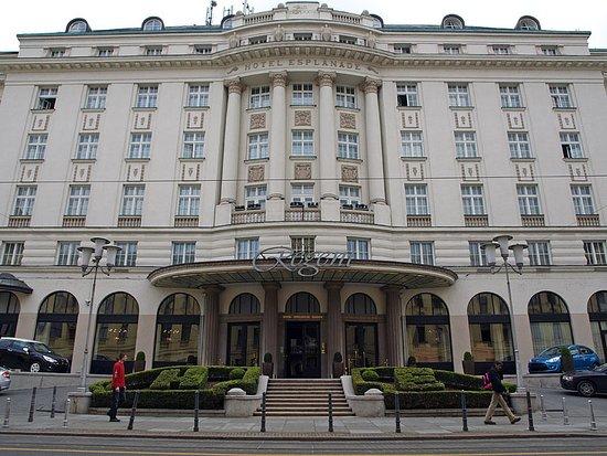 Eksterijer hotela picture of esplanade zagreb hotel for Hotels zagreb