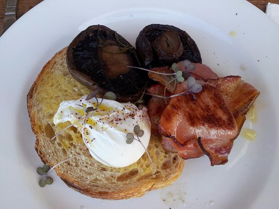 Anglesea, Australia: Poached egg on toast with side of mushrooms and bacon.