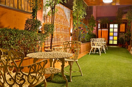 Hotel Pearl Palace: Garden Lounge with Hawa Mahal miniature