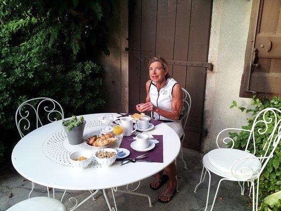 Creissels, Frankrig: buiten ontbijten