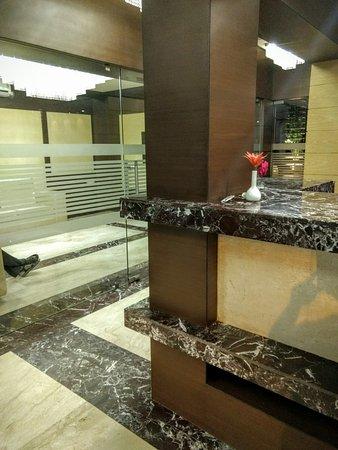 Hotel Royal Bengal Santiniketan: Side View of Reception
