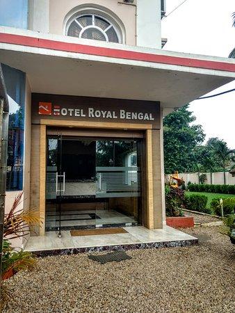 Hotel Royal Bengal Santiniketan: Entrance