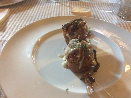 Colbordolo, Italia: Muffin si porcini con crema di gorgonzola