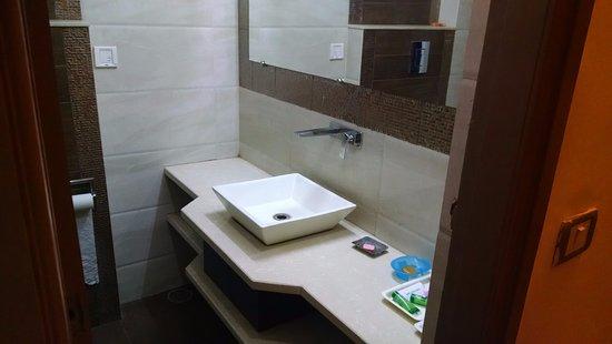 Suncourt Hotel Yatri: Bathroom