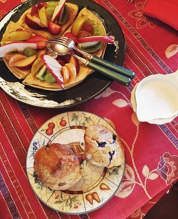 Berthier-sur-Mer, Canada : Petit déjeuner gargantuesque! Joli petit gîte à moins de 30 mn de Quebec.