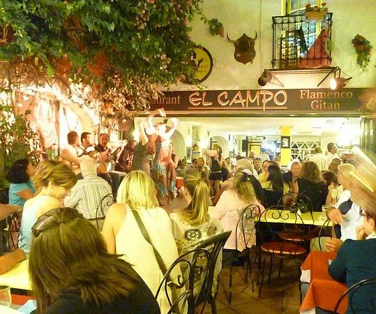 El Campo: Cene con musica gitana dal vivo