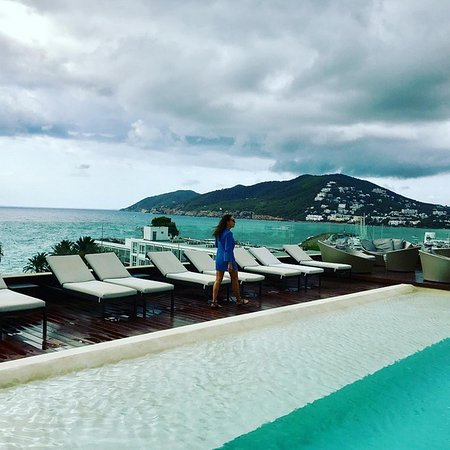 Aguas de Ibiza: Rooftop pool. Even with bad weather a must