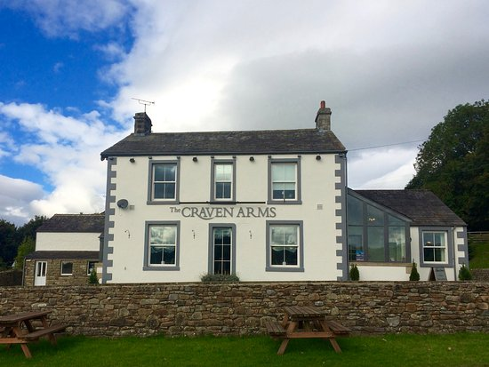 Hotel, pub & restaurant on the edge of the beautiful village of Giggleswick near Settle.