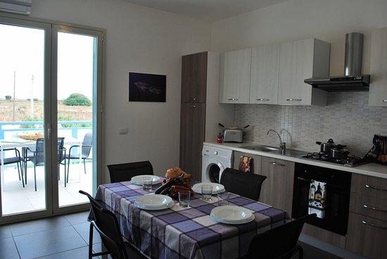 soggiorno cucina - Picture of Residence Mare In Sicilia, Scicli ...