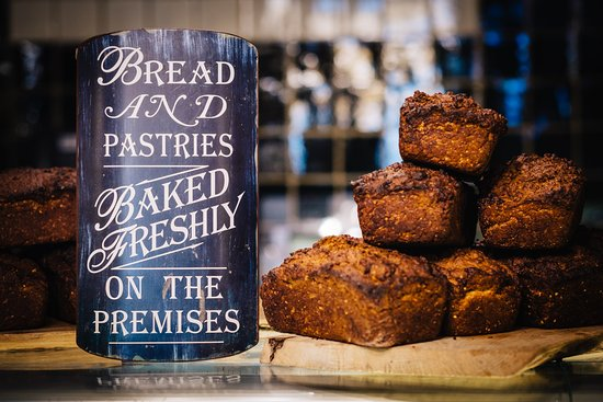 Roscommon, Irland: Bread and pastries baked freshly every day at Gleesons