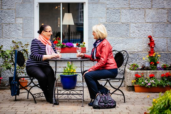 Roscommon, Irlandia: Reward and repeat at Gleesons, meet a friend, catch up and relax