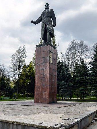 Chisinau, Moldova: Памятник Сергею Лазо
