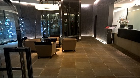 QF Hotel Dresden: Rezeption und Lobby