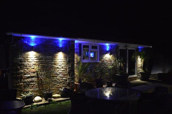 Watersedge Guest House: Garden