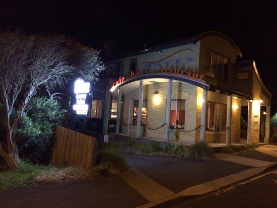 Фотография Waves Cafe Bar and Restaurant