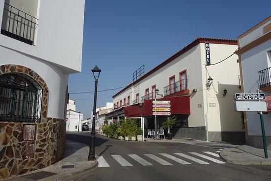 Jerez de los Caballeros, Ισπανία: vista del Hotel y Restaurante OASIS FAMILIAR