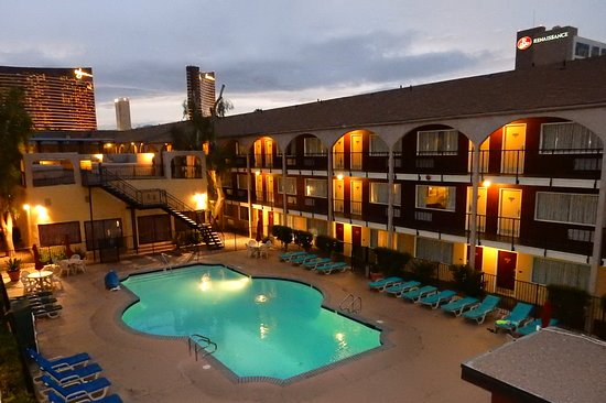 Mardi Gras Hotel & Casino: Pool Deck Area Evening