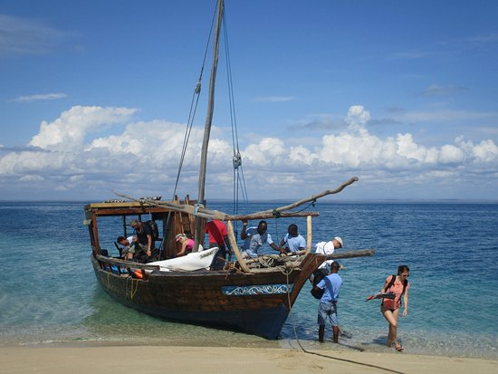 Ibo, Mozambik: Travelling to the sandbank by dhow