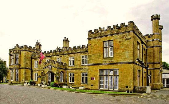 Clayton le Moors, UK: The front of the hotel.