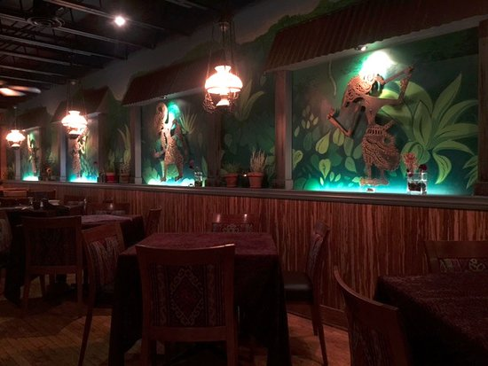 Bhima's Warung: The decor is fresh and tropical!
