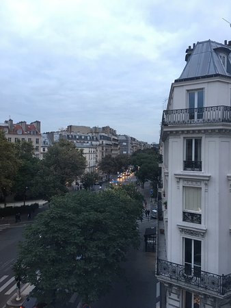Ibis Paris Avenue de la Republique: 4th floor room facing away from Rebublique