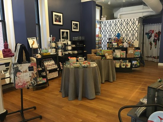 Bristol, RI: Why just shop when you can shop & eat? Visit Fresh Table for a unique shopping experience.