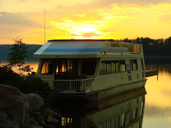 Crane Lake, MN: Houseboat Star at Sunrise