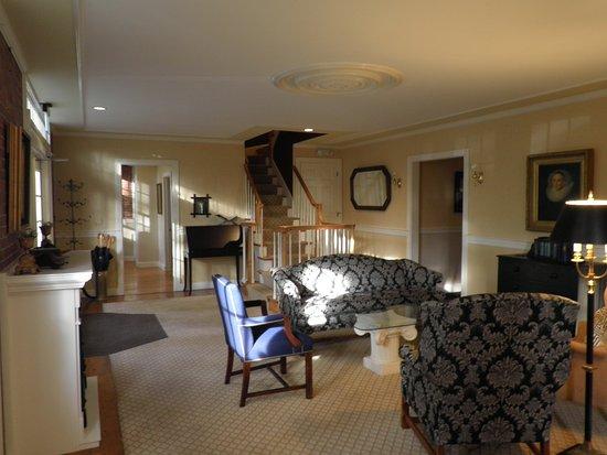 Cape Arundel Inn & Resort: En af de hyggelige stuer i annekset