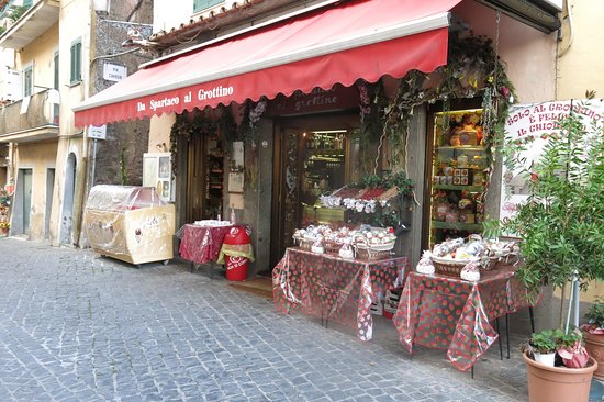 Antiqua Tours: Wine, Cultural and Culinary Experiences: Antiqua tour - hill town south of Rome