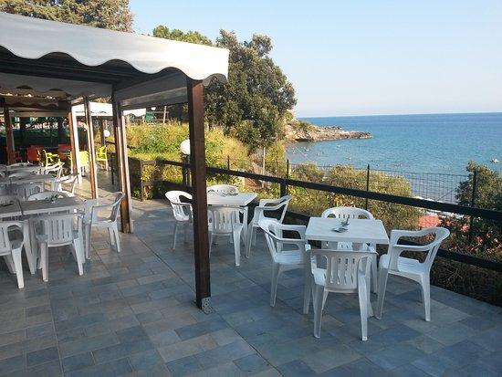 Villaggio Delle Sirene: Bar sulla scogliera