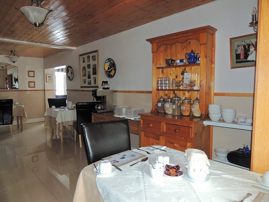 Ballyconneely, Irland: Salle du petit déjeuner.