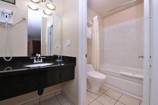 Vernon, Canadá: Guest Bathroom