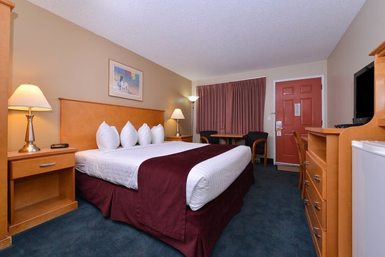 Vernon, Canada: One King Bed