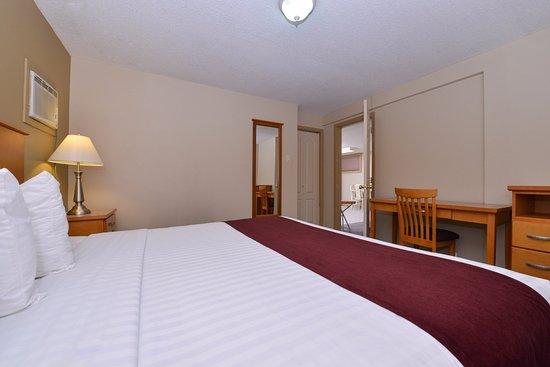 Vernon, Kanada: One Queen Bed Suite