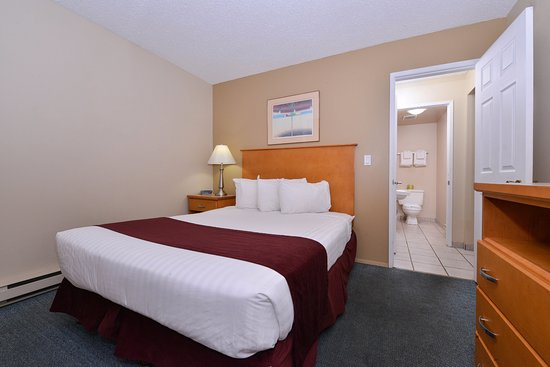 Vernon, Canada: One Queen Two Twin Beds