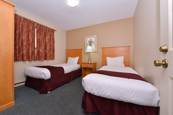 Vernon, Canada: One Queen Two Twin Beds Suite