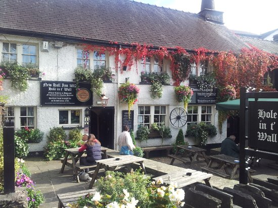 Bowness-on-Windermere, UK: Hole in t' Wall (New Hall Inn)