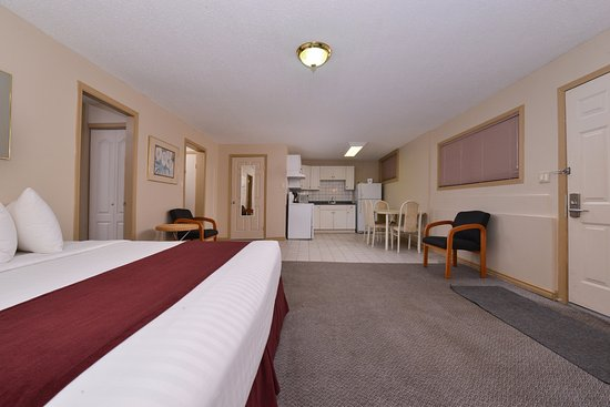 Vernon, Canada: Two King Bed Deluxe Suite