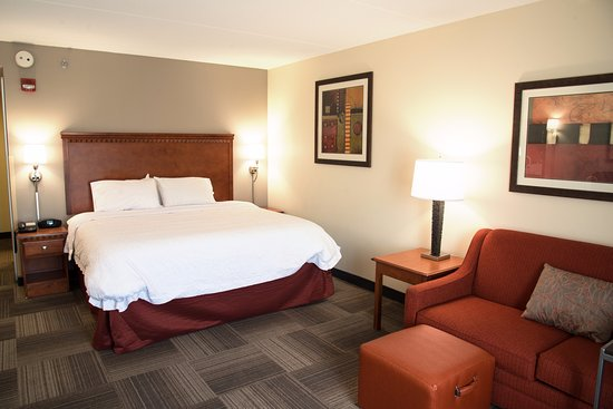 Charleston, WV: King Bed Room w/ sofabed