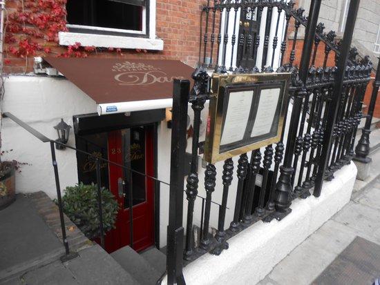 Dax Restaurant: street entrance