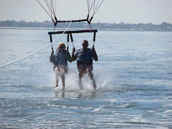 Chute Em Up Parasail: Dip in the water