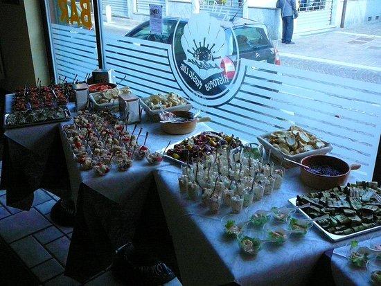 Ristopub Mirimaru: Esposizione degli Assaggi in Finger Food