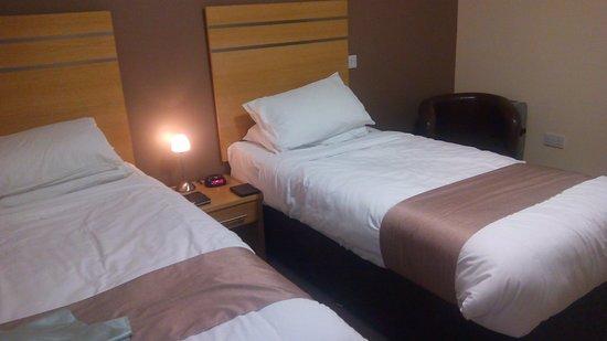 كاربريدج هوتل: Our bedroom